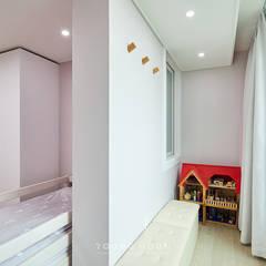 43PY 도곡렉슬 _ 수납공간으로 완성된 품격 있는 모던 아파트 인테리어: 영훈디자인의  아이방,모던