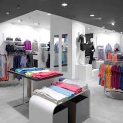 Renovation services:  Dressing room by Focal contracting sdn bhd