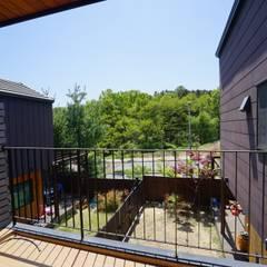 모모30_leisure: 모모건축사사무소의  목조 주택,북유럽 우드 우드 그레인