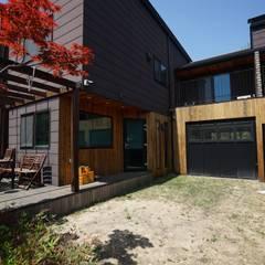 모모30_leisure: 모모건축사사무소의  목조 주택