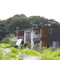 畑のなかの家: 株式会社高野設計工房が手掛けた家です。,北欧
