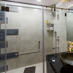 Residential Project - Bedroom:  Bathroom by Taayan Designs