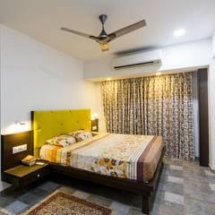 ห้องนอนขนาดเล็ก by Taayan Designs