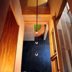 持送りの家: モノスタ'70が手掛けた廊下 & 玄関です。