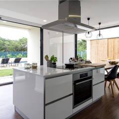 Namu House: Cozinhas  por [i]da arquitectos