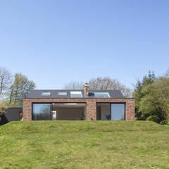 S /HE006 - Ide Hill, Sevenoaks - Private Residential:  Bungalow by Studio HE (S /HE), Modern Bricks