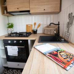MAŁE MIESZKANIE W ŁODZI: styl , w kategorii Kuchnia zaprojektowany przez Pasja Do Wnętrz