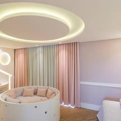 Designer de Interiores e Paisagista Iara Kílarisが手掛けた赤ちゃん部屋, モダン