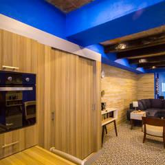 Casa-Oficina 1a de Mayo: Cocinas de estilo  por ÖQ Arquitectos