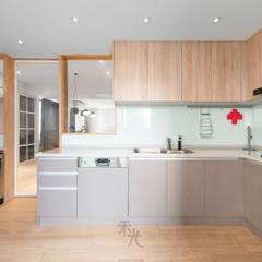 理性+感性:  廚房 by 禾光室內裝修設計 ─ Her Guang Design