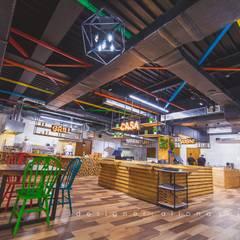 Ресторан Salat - 720м2: Ресторации в . Автор – Студия дизайна ALIONA SAJIN DESIGN SOLUTIONS, Лофт