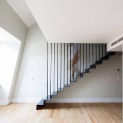 DOURADORES 160: Escadas  por Contacto Atlântico - Arquitectura,Moderno