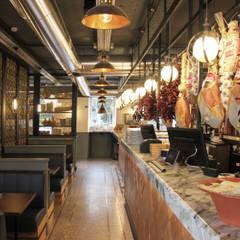 Restaurantes de estilo  por Contacto Atlântico - Arquitectura