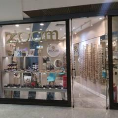 Interiores de ótica em shopping: Lojas e imóveis comerciais  por Biancardine Interiores,