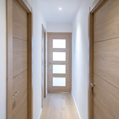 Wooden doors by Grupo Inventia