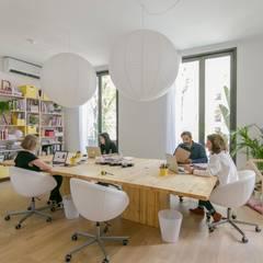 Ruang Kerja oleh Piedra Papel Tijera Interiorismo, Skandinavia