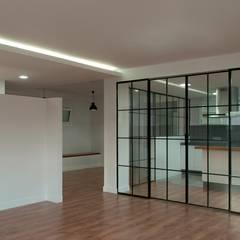 Puertas de estilo  por SA31ARQUITECTURA, Moderno