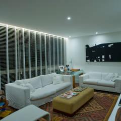 Apartamento DVC Salas de estar clássicas por Viviane Cunha Arquitectura Clássico