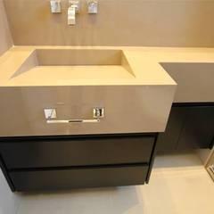 Bancadas de banheiro Banheiros clássicos por Grannobre marmoraria Clássico Mármore