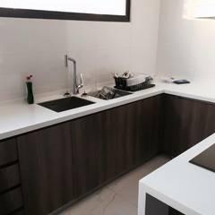 Remodelación de Cocina en Santiago: Cocinas equipadas de estilo  por AUTANA arquitectos