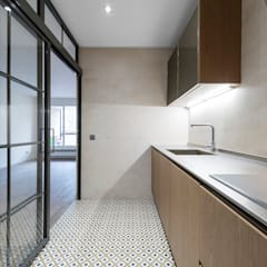 Small kitchens by MOOMAR ARQUITECTURA E INTERIORISMO