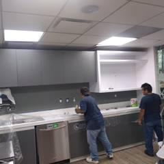 REMODELACION DE COCINAS: Cocinas equipadas de estilo  por IGM Construction
