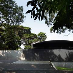 海の家 Villa F: 伊藤建築都市設計室が手掛けた別荘です。,モダン 木 木目調