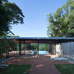 海の家 Villa F: 伊藤建築都市設計室が手掛けたテラス・ベランダです。