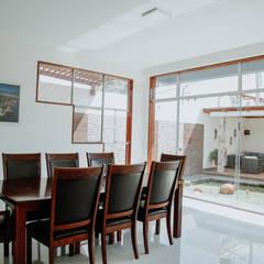 VIVIENDA UNIFAMILIAR VISTA ALEGRE: Comedores de estilo  por Estudio de Arquitectos Zulueta y Álvarez SAC