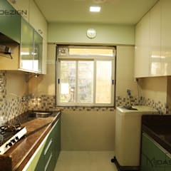 Mr. Nohez Poonawala 2BHK, Marol, Mumbai:  Built-in kitchens by Midas Dezign