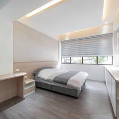 Small bedroom by 藏私系統傢俱