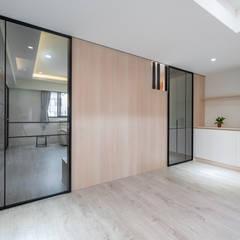 Dormitorios pequeños de estilo  por 藏私系統傢俱 , Escandinavo