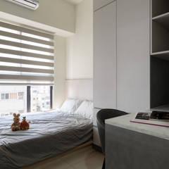 CYU House‧鳳凰真愛:  小臥室 by 元作空間設計