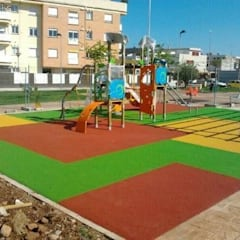 PAVIMENTO CAUCHO IN SITU: Pisos de estilo  por Assembling Center Games