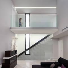 Casa Sant Boi - 08023 Architects - Barcelona - Spain: Escaleras de estilo  de 08023 Architects, Moderno