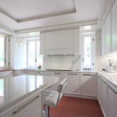 مطبخ ذو قطع مدمجة تنفيذ JFD - Juri Favilli Design