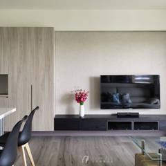 LIU House‧全民萬歲:  牆面 by 元作空間設計