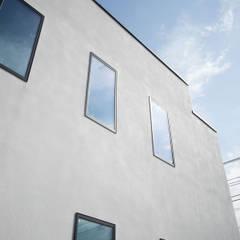 茅ヶ崎 店舗兼用住宅 ドッググルーミングスタジオ: ミナトデザイン1級建築士事務所が手掛けたオフィススペース&店です。