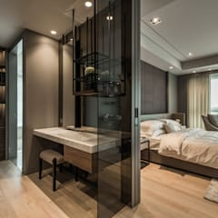 The Harbor House:  Dressing room by Chain10 Architecture & Interior Design Institute
