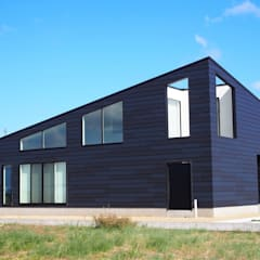 Casas de madera de estilo  por RAI一級建築士事務所, Industrial Metal