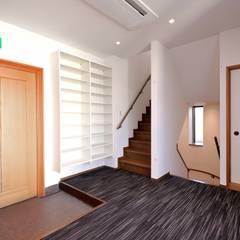 寺院へのリフォームマネジメント: つなぐデザインマネジメント合同会社が手掛けた廊下 & 玄関です。