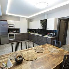 Квартира на Варшавской: Столовые комнаты в . Автор – дизайн-группа 'Лестница',