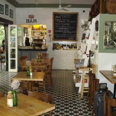 Café Milos: Cocinas equipadas de estilo  por A+P Arquitectos, El arte de crear espacios