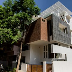 ABHILASH RESIDENCE:  Small houses by de square