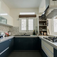 ABHILASH RESIDENCE:  Built-in kitchens by de square