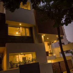 Petites maisons de style  par de square