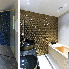 도심과 숲이 어우러진 주택단지에 위치한 고급주택 : 더존하우징의  욕실