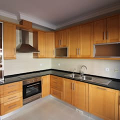 Apartamento T2 Odivelas - Lisboa: Cozinhas  por EU LISBOA