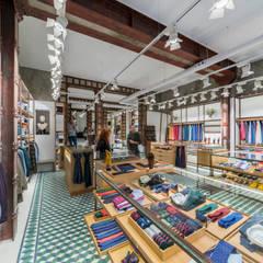 Reforma Integral local comercial : Suelos de estilo  de Loema Reformas Integrales Madrid , Moderno