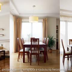 Przytulny dom pod Krakowem. Eklektyczna jadalnia od MAXDESIGNER Eklektyczny